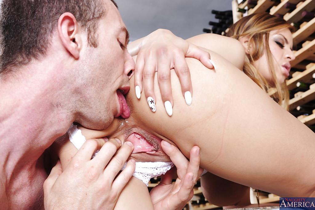 Глубокое вагинальное проникновение в латинскую девушку