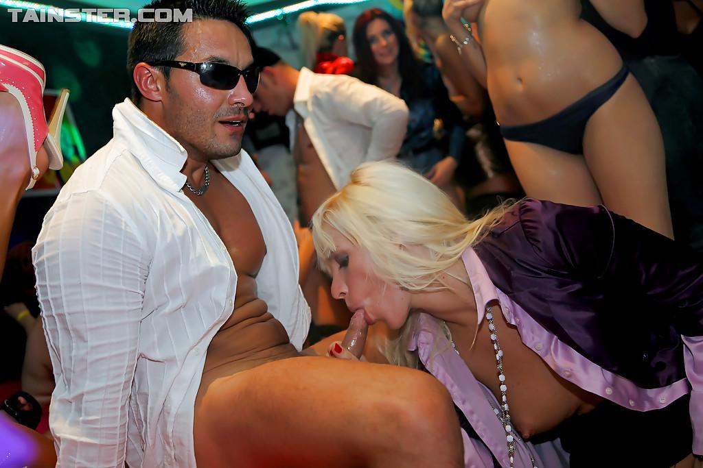 Развратности и сексуальные развлечения на вечеринке