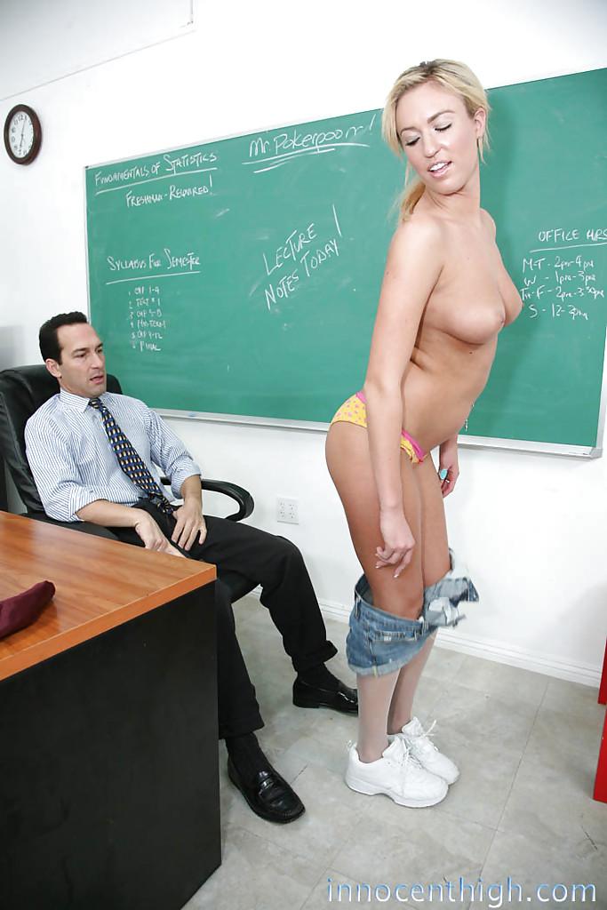 Зрелого препода удовлетворила молодая студентка Victoria White
