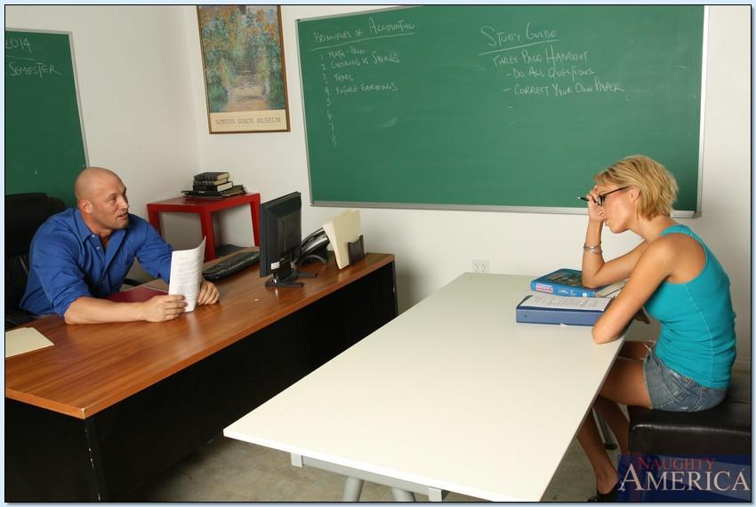 Горячий половой акт с блондинкой в классе