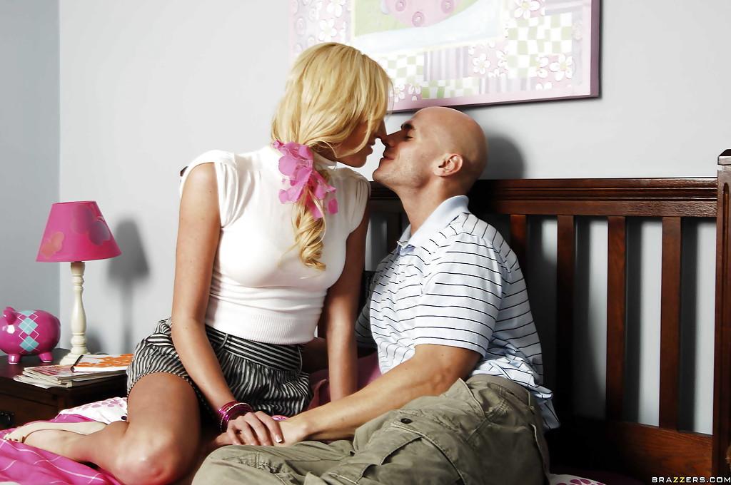 Развратный половой акт с участием шикарной блондинки