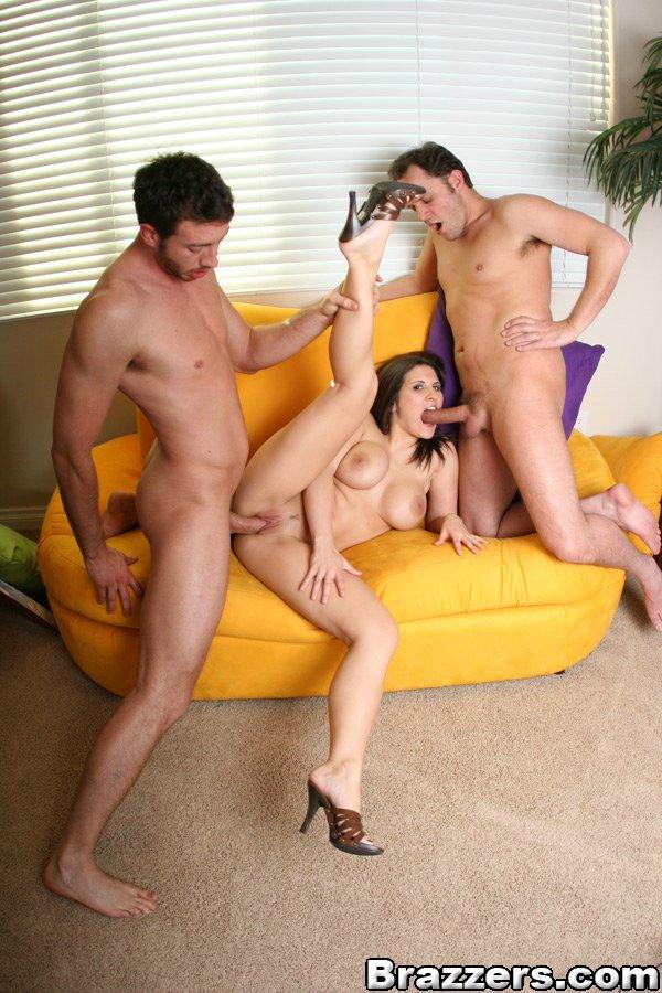 Сексуальных брюнеток парень топчет по очереди на диване
