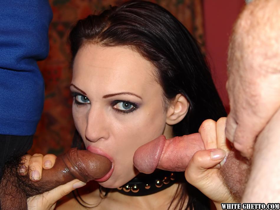 Брюнетка обрадовалась двойному проникновению в ее дырочки