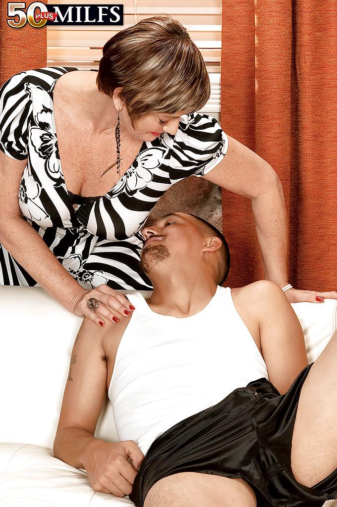 Парню нравятся половые партнерши постарше