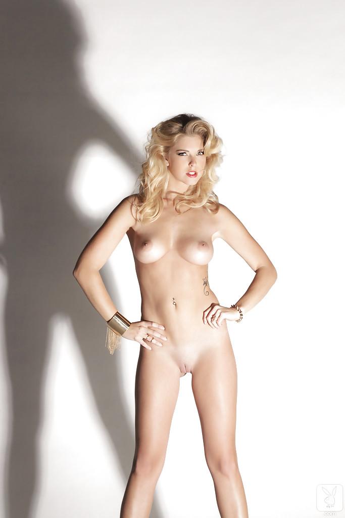 Эротическая фото сессия соблазнительной блондинки Victoria Winters