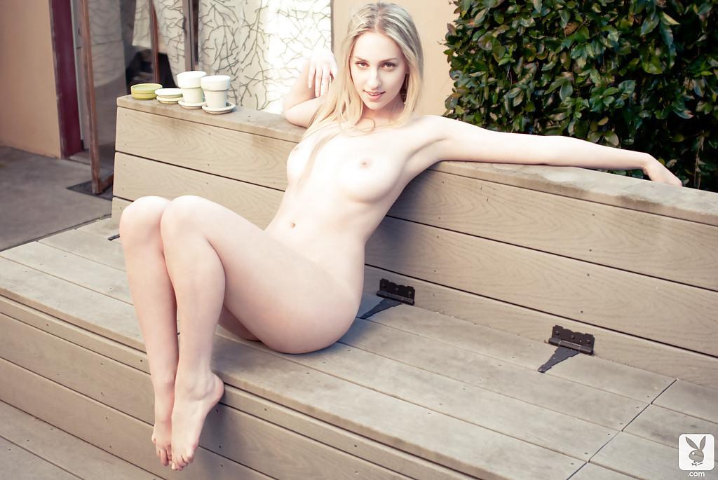 Красивые фото чувственной обнаженной блондинки