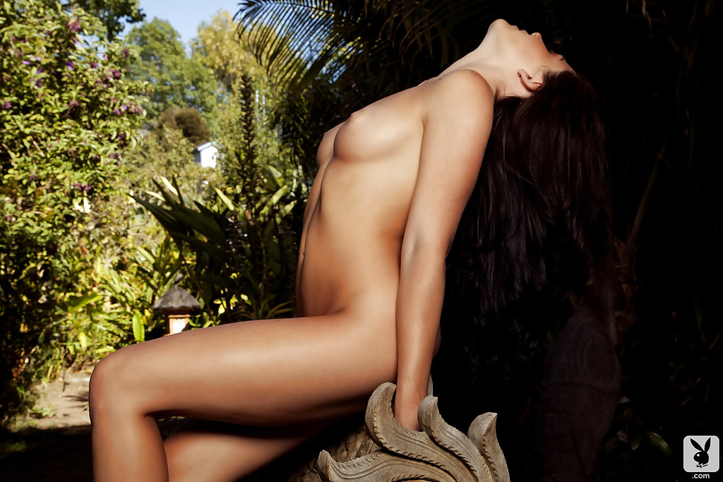 Откровенная фото сессия сексапильной брюнеточки