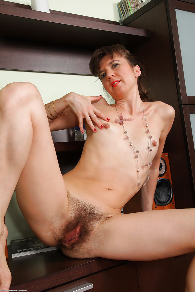 Зрелой дамочке не мешало бы выбрить влагалище