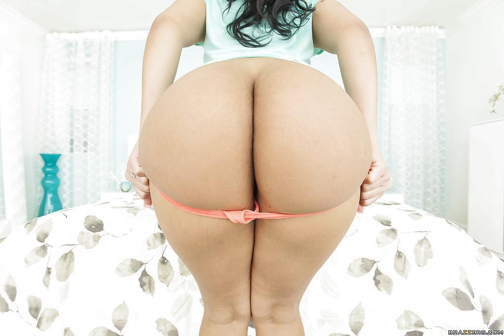 Латинская красавица продемонстрировала большую жопу