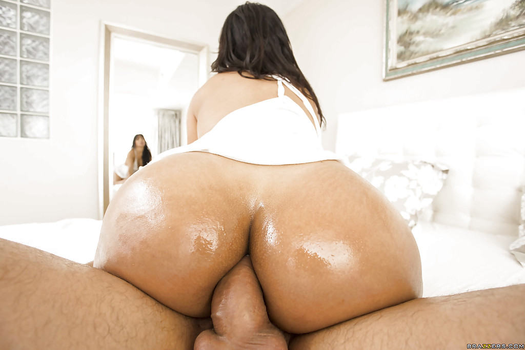 Bubble butt latina gets fucked while her parents are home