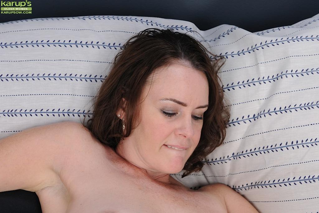 Отымел любимую жену в мохнатую киску и довел ее до оргазма