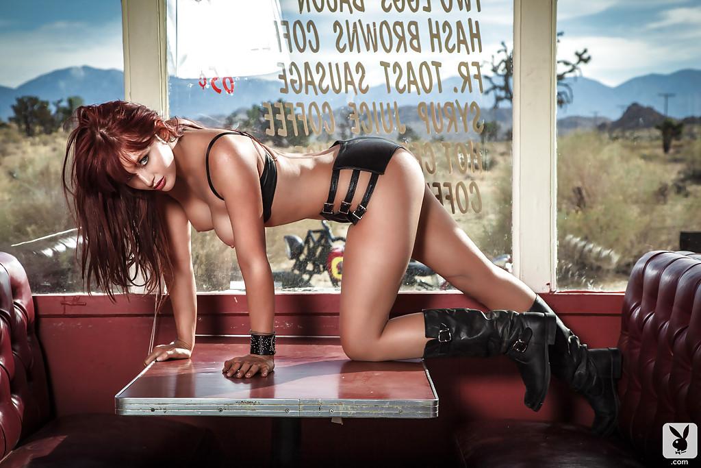 Фото обнаженной рыжеволосой красавицы