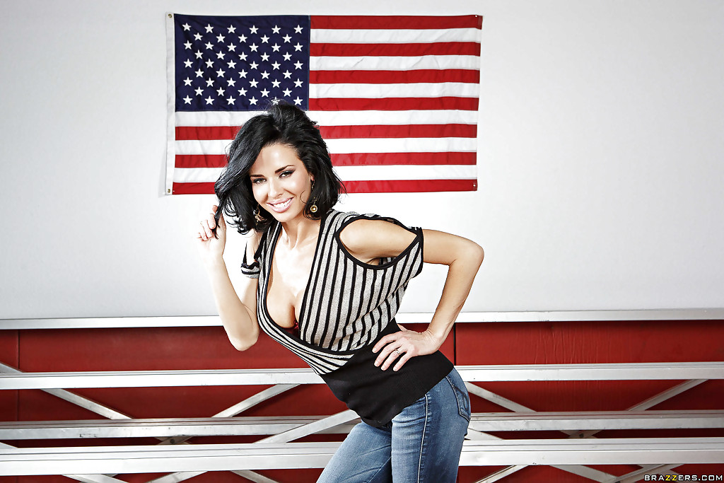 Американская звезда показала сексуальное нижнее белье