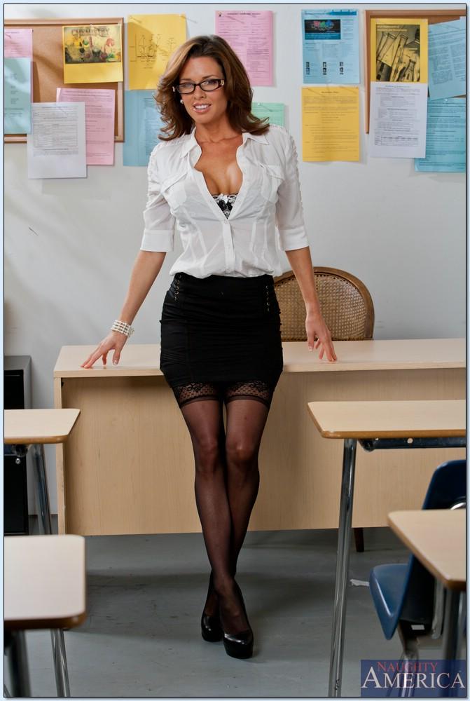 Вероника Авлув - сногсшибательная и раскрепощенная преподавательница