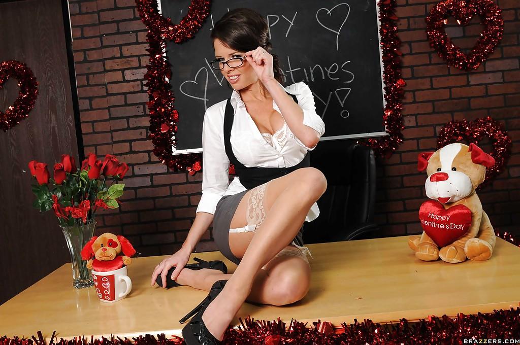 Очень красивое нижнее белье на зрелой даме Veronica Avluv