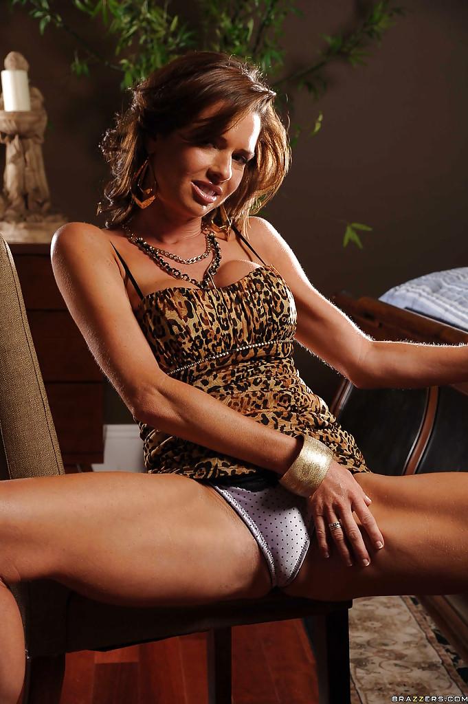 Соло восхитительной и замечательной женщины с большими сиськами