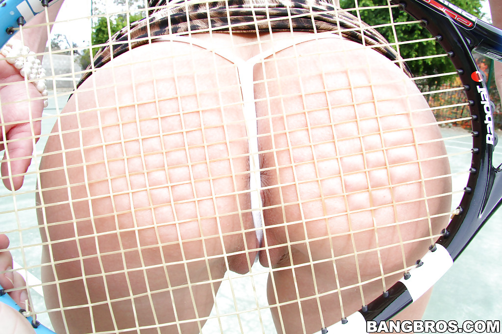 Грудастая стерва Вероника Авлув на теннисном корте