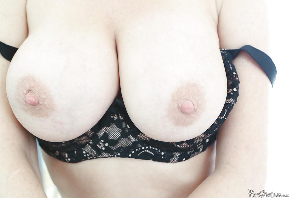 Горячие дырки привлекательной зрелой дамочки Вероники