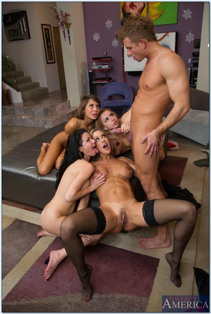 Одному пареньку нужно удовлетворить четверых красавиц