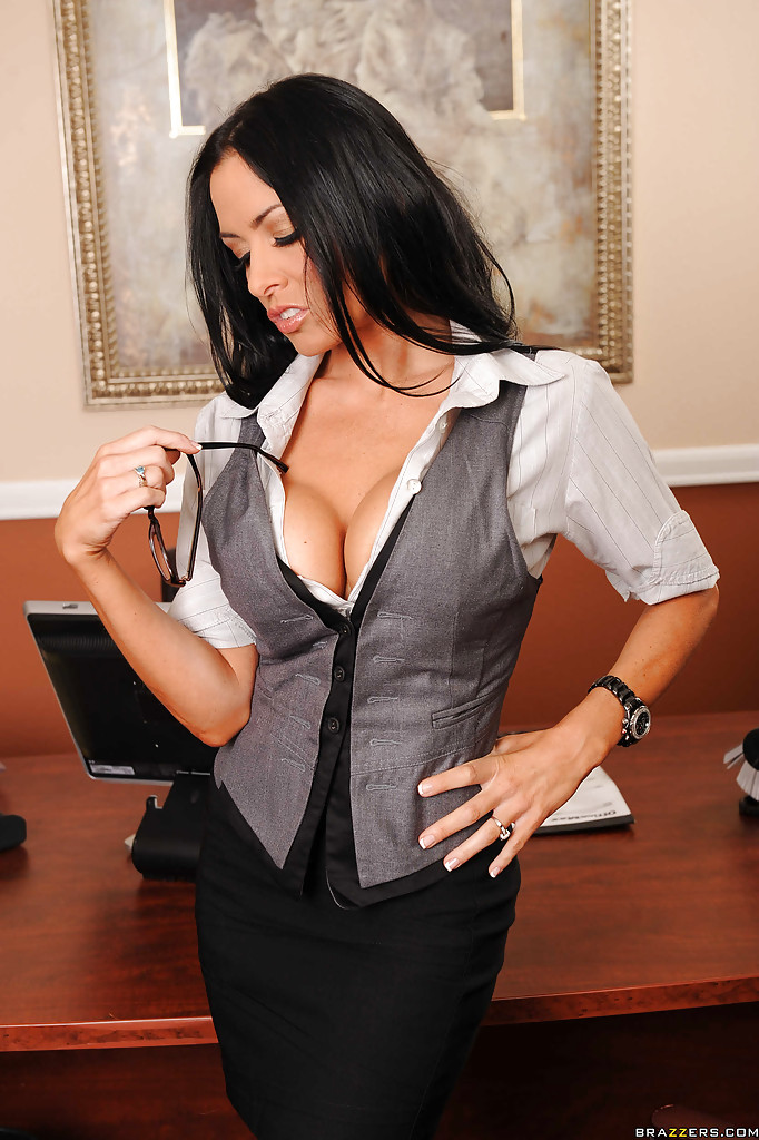Сногсшибательная секретарша немножко развлеклась после работы
