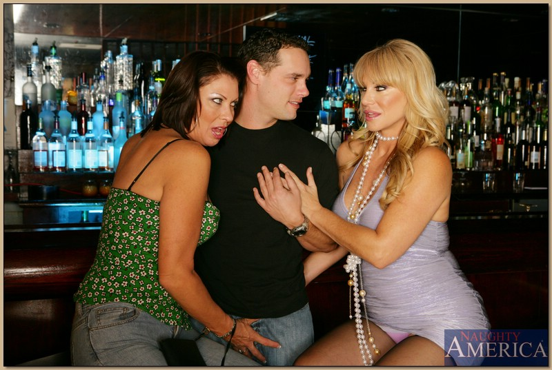 Секс молодого парня и двух зрелых развратниц