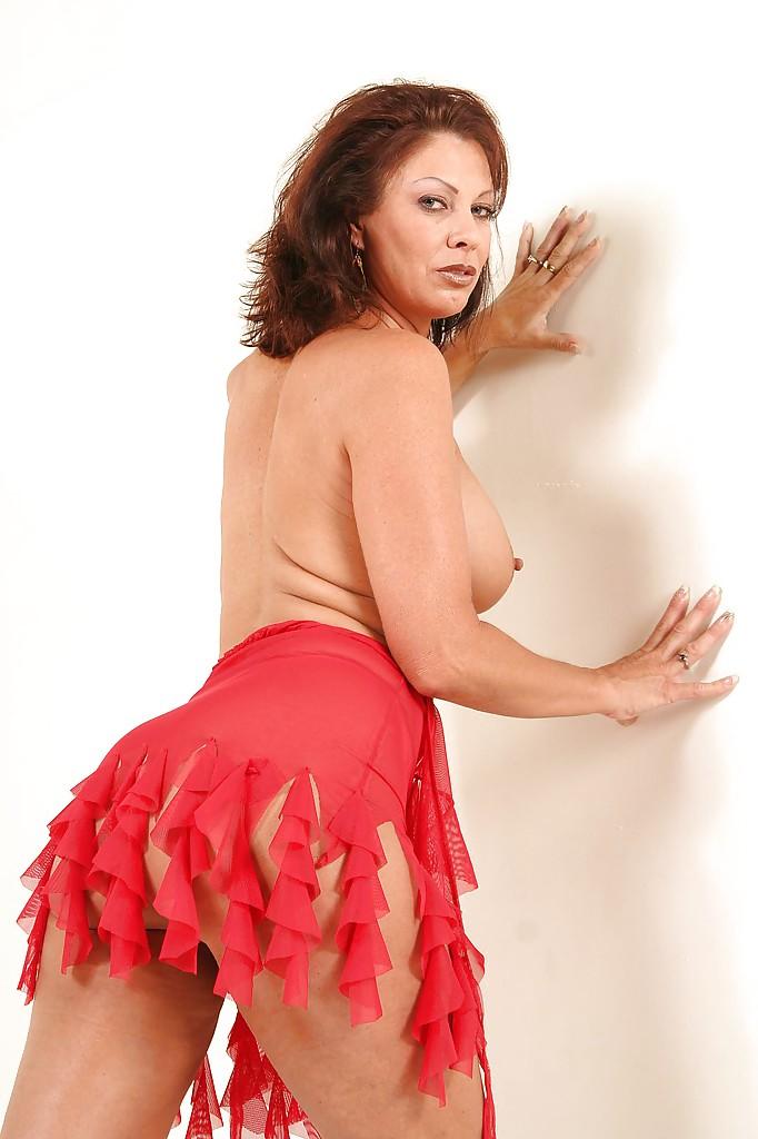 Эротические фотографии зрелой раскрепощенной тетки Vanessa Videl
