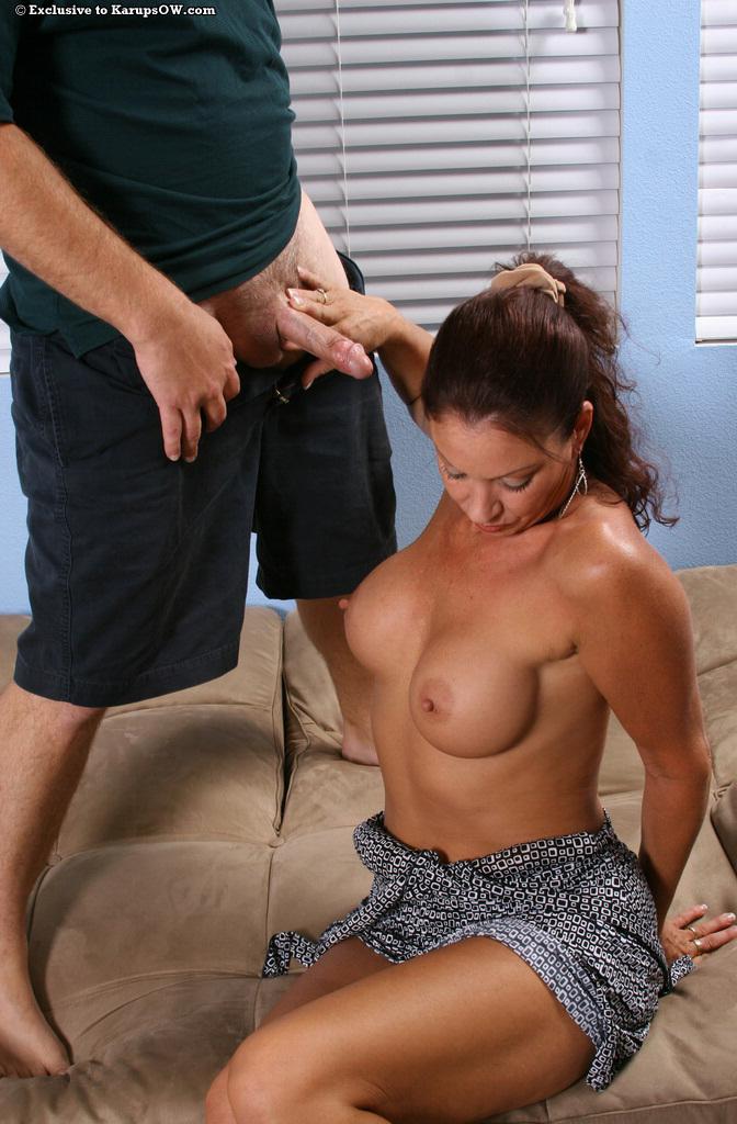 После оральных ласк отодрал немолодую сучку в бритую киску