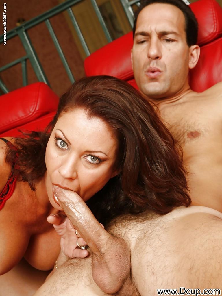 Перед половым актом отполировала пенис нового любовника