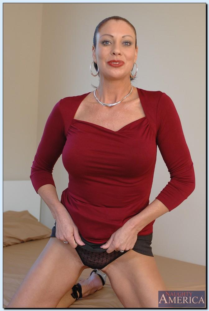 Старушка Vanessa Videl хочет любви и ласки