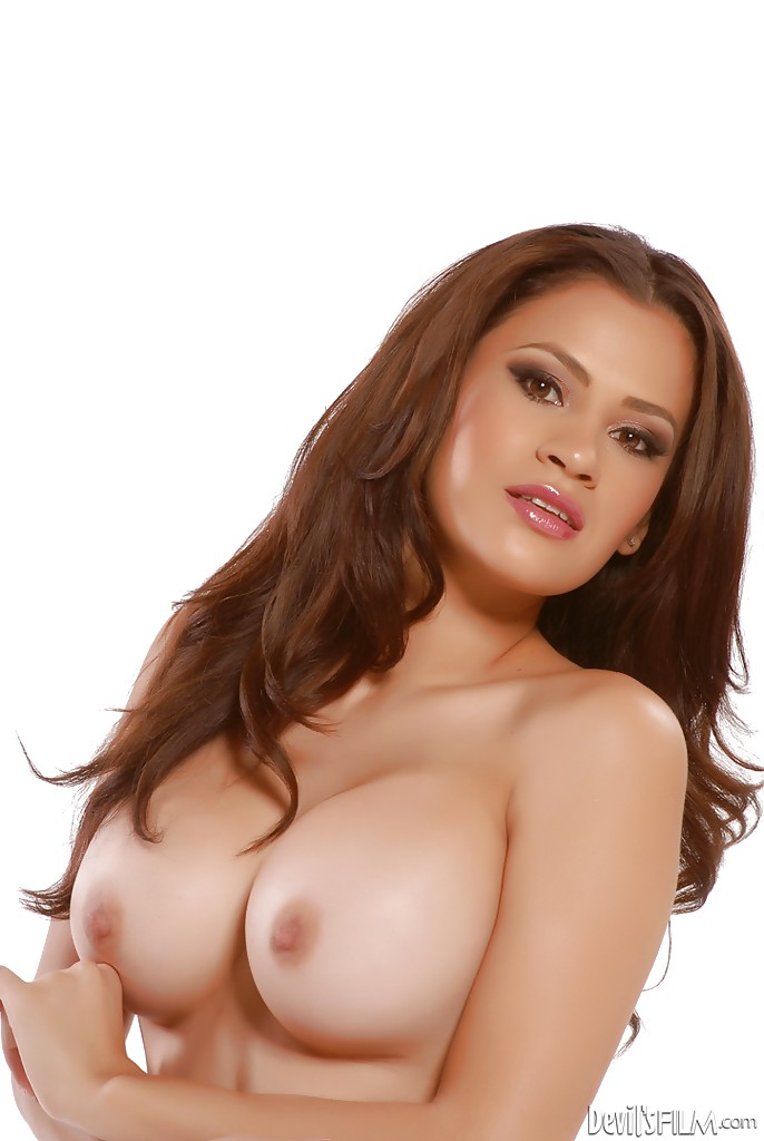 Потаскушка Vanessa Veracruz с красивыми силиконовыми сиськами