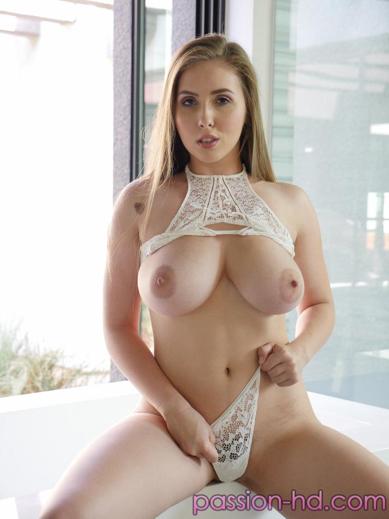 Умопомрачительная девушка в очень красивом нижнем белье