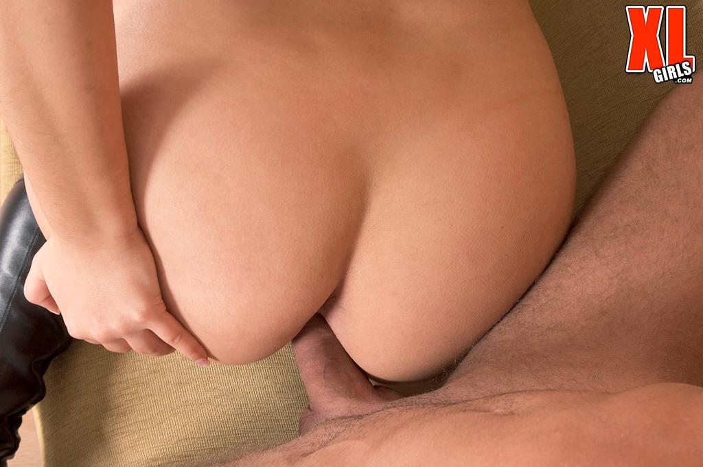 Толстуха любит секс между сисек