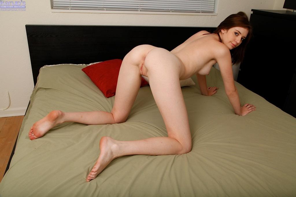 Любительские фото мастурбирующей молодой девушки