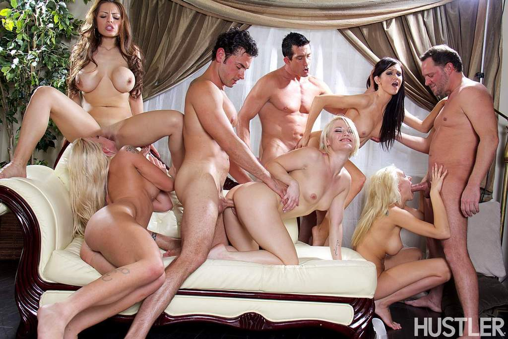 Мускулистые парни трахают сексуальных девок и доставляют им удовольствие