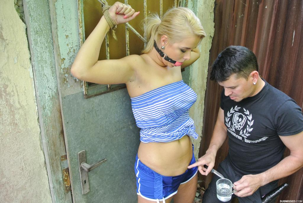 Парень устроил БДСМ развлечения для симпатичной блондинки