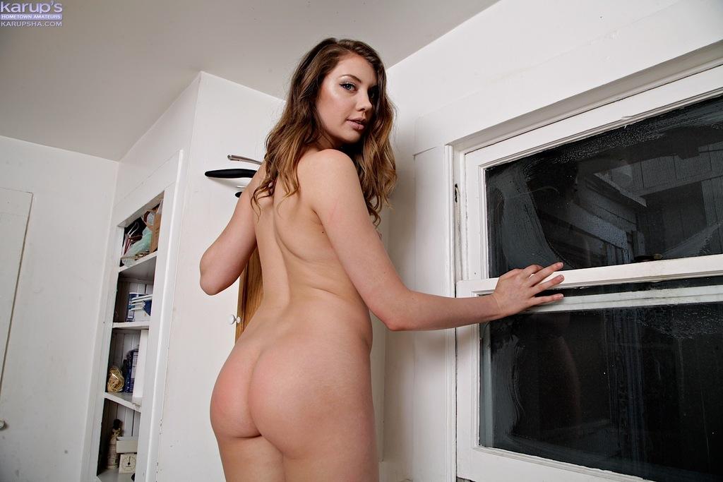 Очаровательная девица в красивом нижнем белье