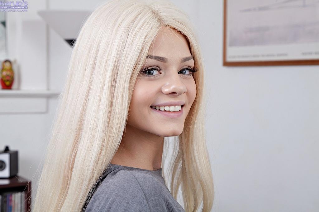 Американская студентка и ее очень красивая киска