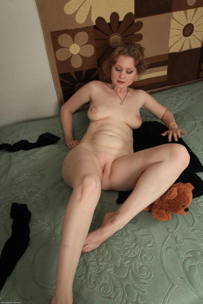 Частное эротическое фото с женщиной средних лет
