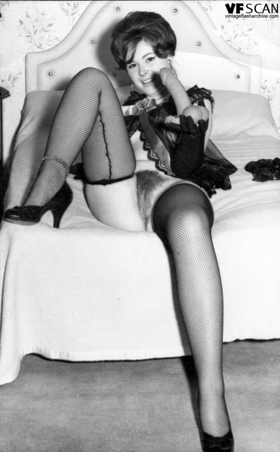 Эротические ретро фото бабенки с волосатой вагинальной дыркой