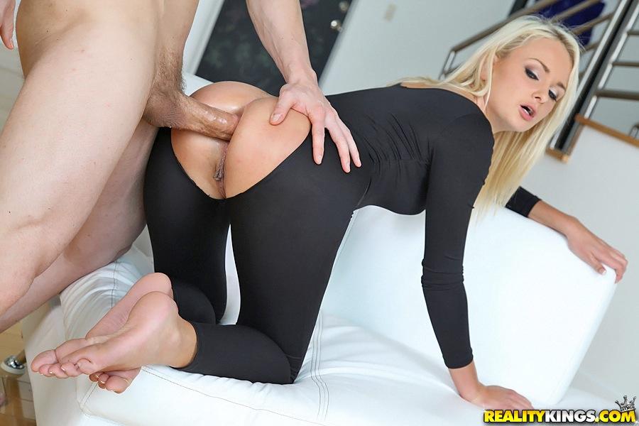 Девушки с аппетитными попами безумно любят анальный секс