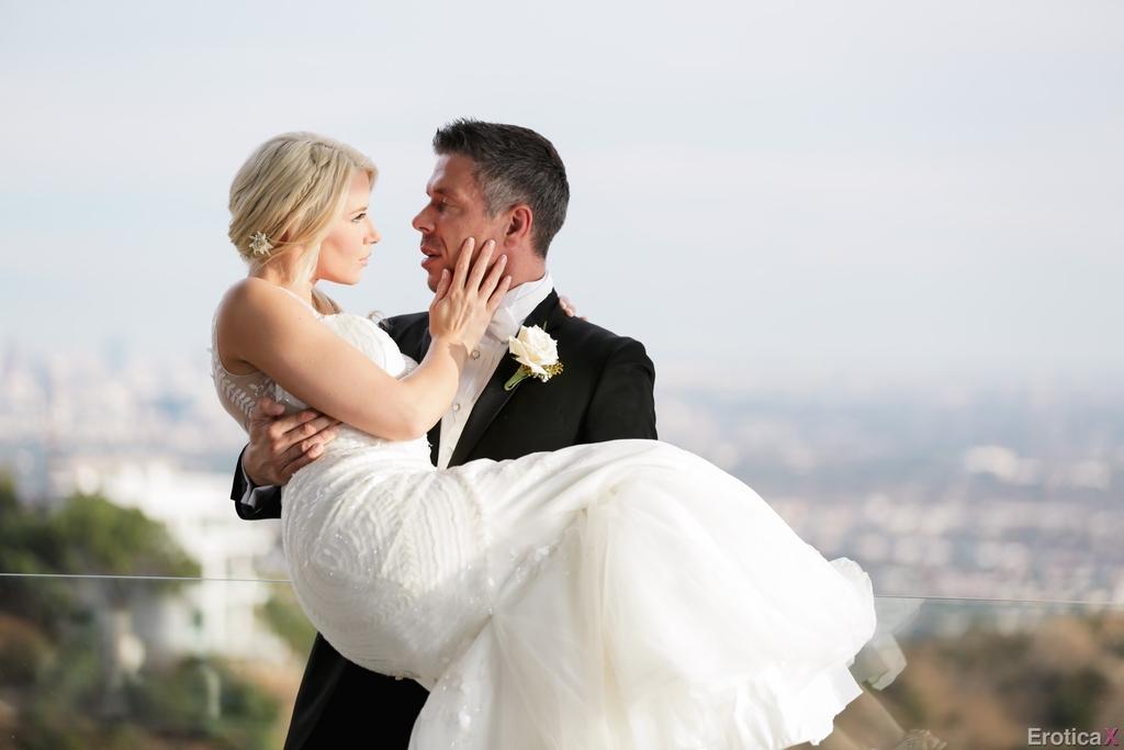 Новобрачные занялись сексом, не дождавшись брачной ночи