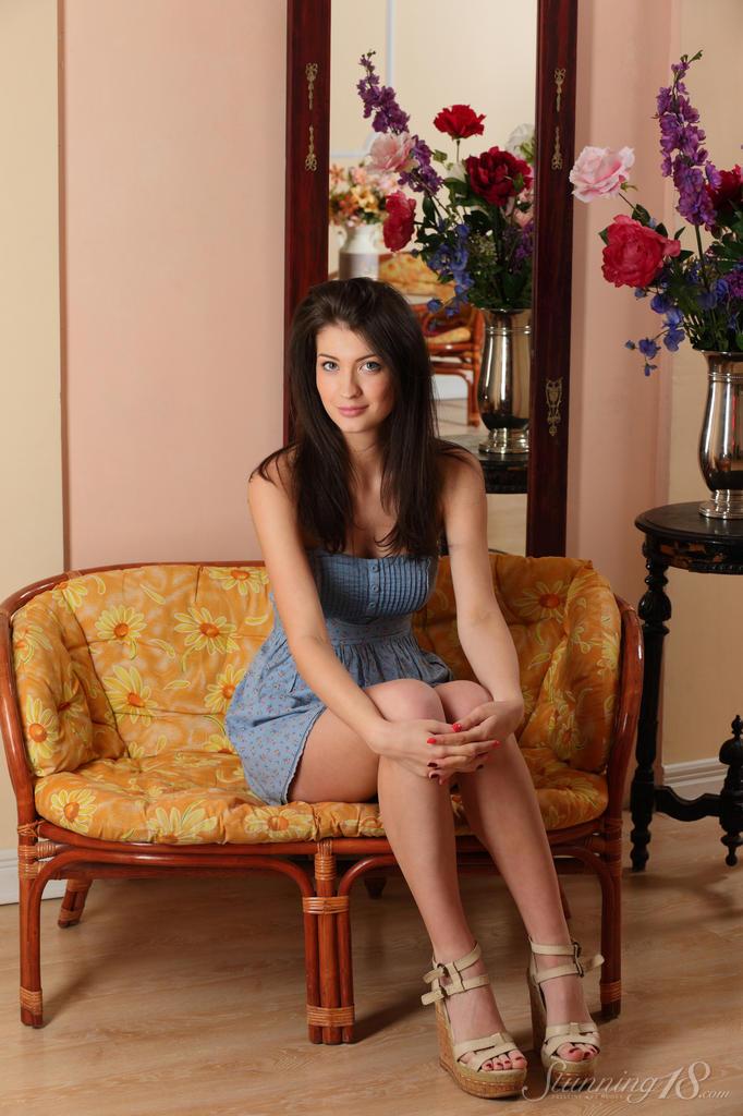 Красивая фото сессия молоденькой девки для мужского журнала