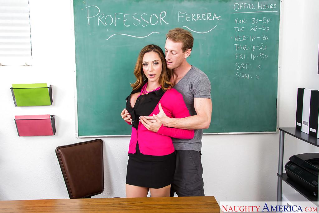 Горячий оральный секс грудастой преподавательницы и заочника