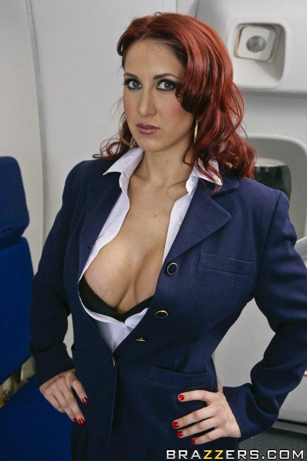 Рыжеволосая стюардесса с большими силиконовыми сиськами