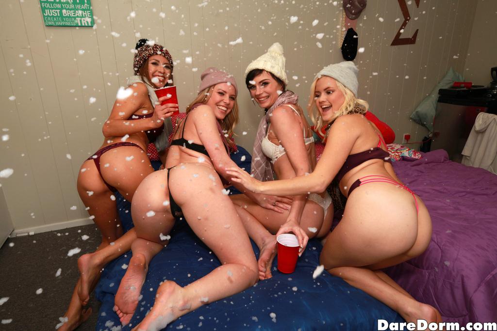 Крутая вечеринка с жаркими пьяными девушками