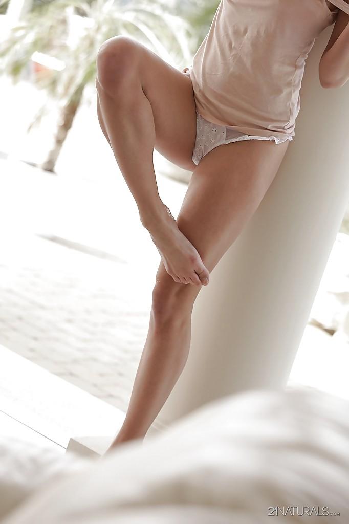 Сладострастная блондинка Sienna Day в красивом нижнем белье