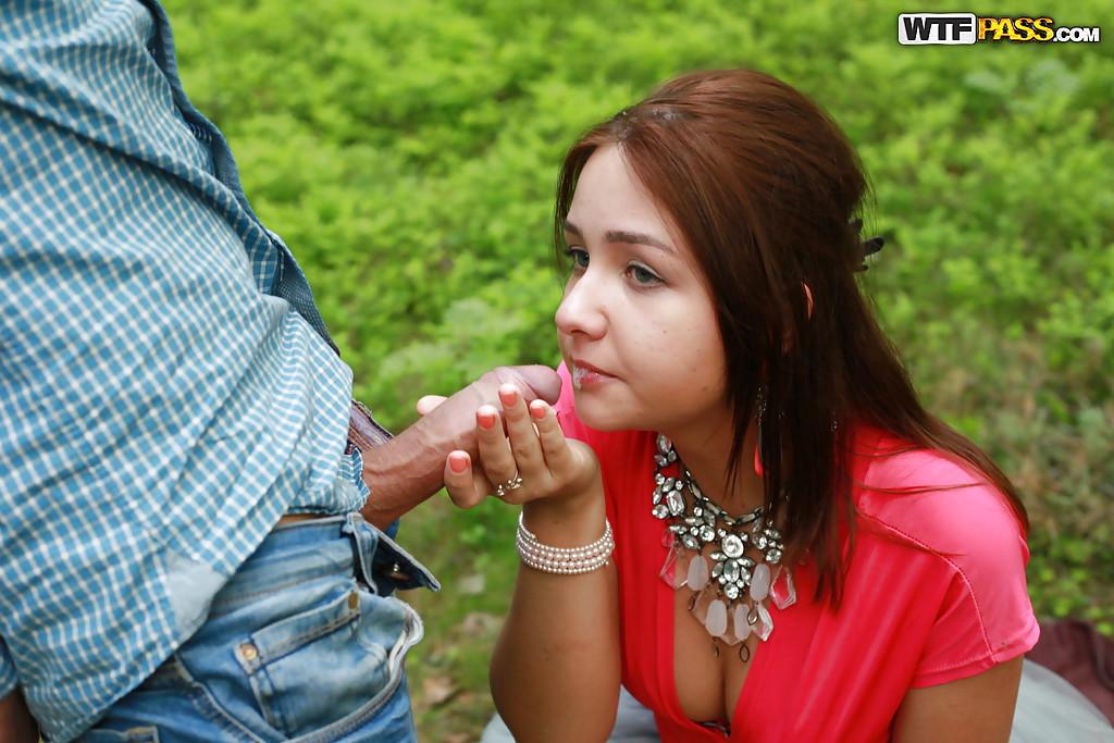 Паренек угостил спермой любимую девушку после полового акта