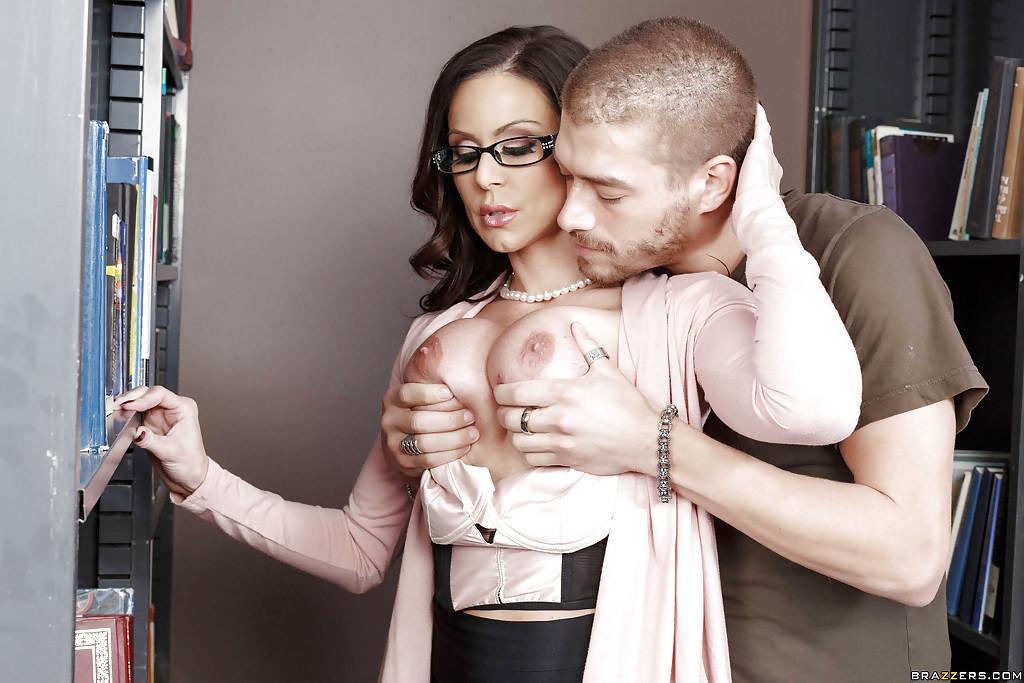 Секс с шикарной учительницей в сетчатых чулках Kendra Lust