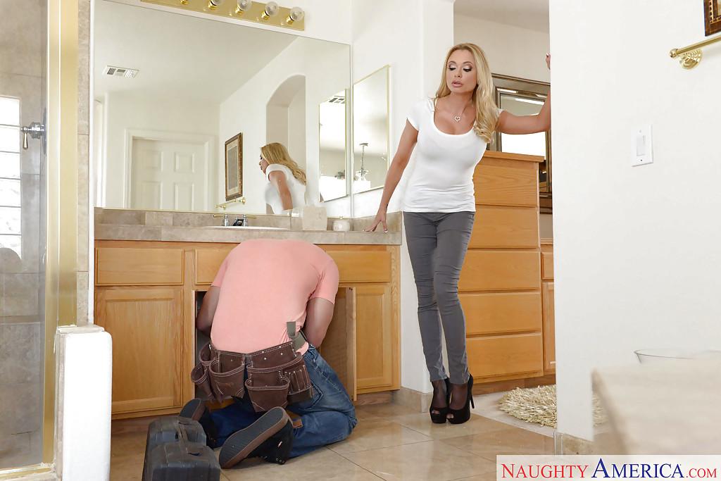 Без проблем раскрутила сантехника на горячее половое сношение