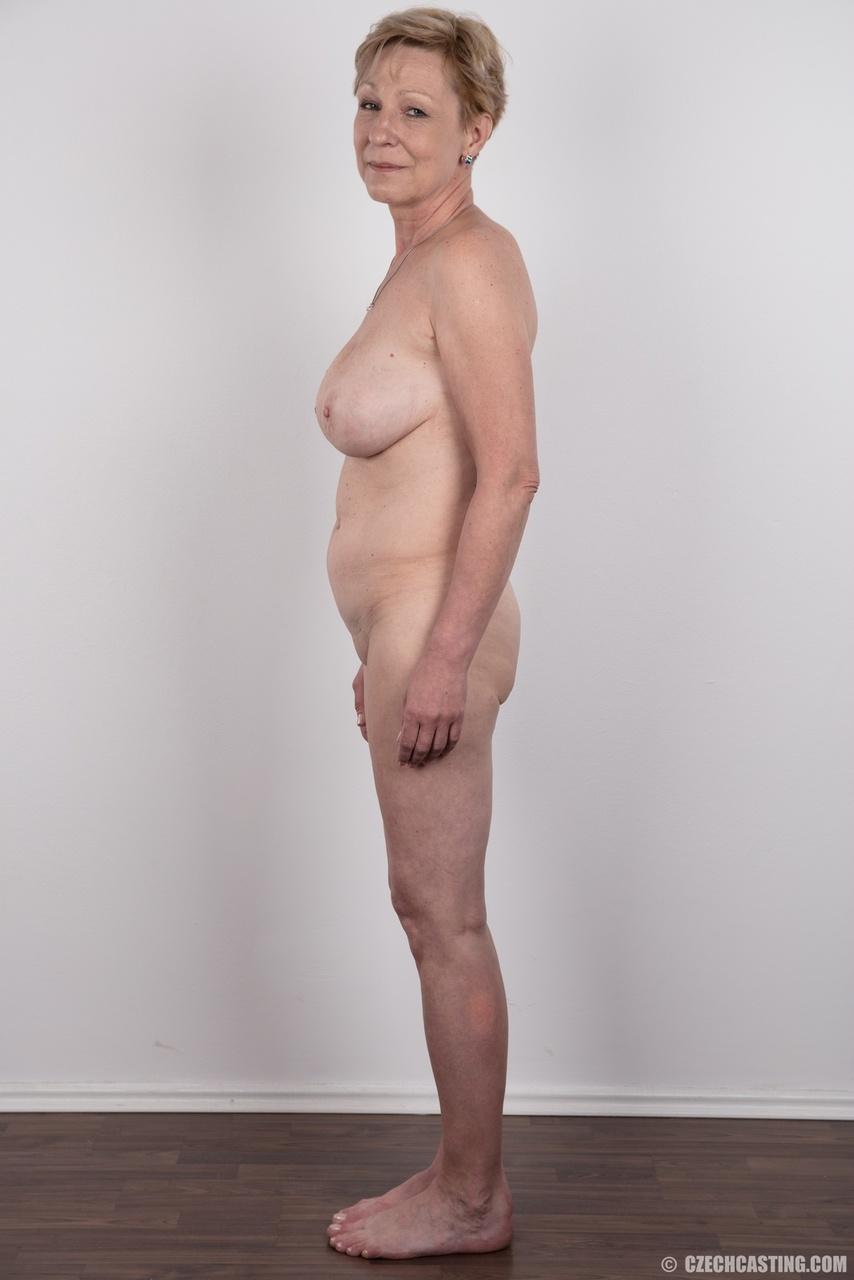 Обвисшая грудь и дряблая пизда старой развратной бабы
